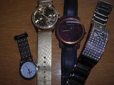 http://s3-eu-west-1.amazonaws.com/bumblebeeauction/201405/FOUR LADIES WATCHES.jpg