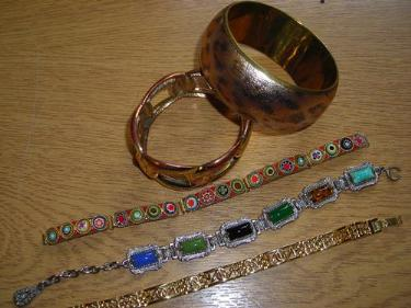 http://s3-eu-west-1.amazonaws.com/bumblebeeauction/201405/THREE BRACELETS  TWO BANGLES.jpg