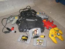 http://s3-eu-west-1.amazonaws.com/bumblebeeauction/201406/IMG_0338 Nintendo Games Console, controlers and Games.jpg