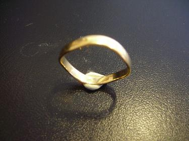 http://s3-eu-west-1.amazonaws.com/bumblebeeauction/201406/WAVE RING.jpg