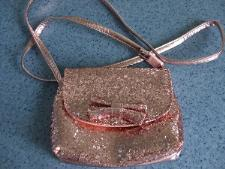 http://s3-eu-west-1.amazonaws.com/bumblebeeauction/201407/Childs pink sparkly handbag.jpg