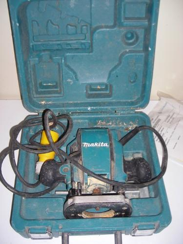 http://s3-eu-west-1.amazonaws.com/bumblebeeauction/201407/MAKITA ROUTER.jpg