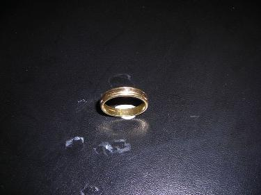 http://s3-eu-west-1.amazonaws.com/bumblebeeauction/201408/ym ring with ws.jpg