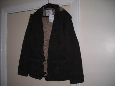 http://s3-eu-west-1.amazonaws.com/bumblebeeauction/20142/HM COAT.jpg