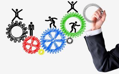 recursos de una empresa y ventaja El presente artículo de reflexión trata de determinar si las prácticas de recursos humanos orientadas a mejorar el compromiso de los empleados con la empresa reportan una identidad común y diferenciadora del resto de empresas, logrando de esta forma una ventaja competitiva.