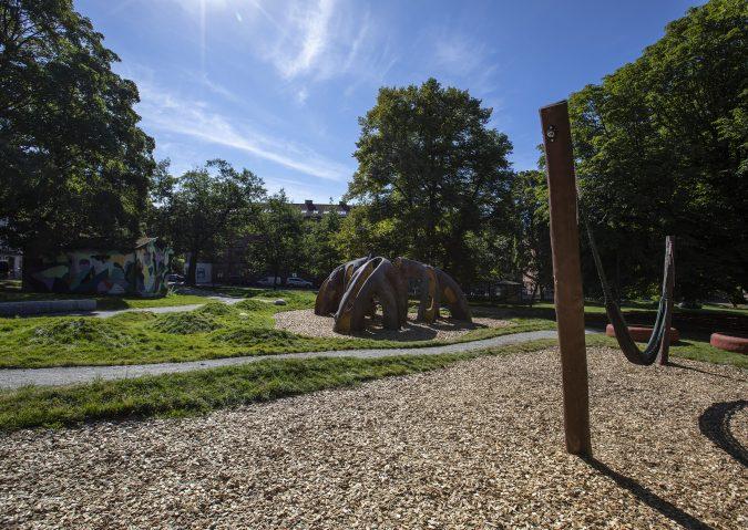 Kunstnerisk moro i Snippen lekepark