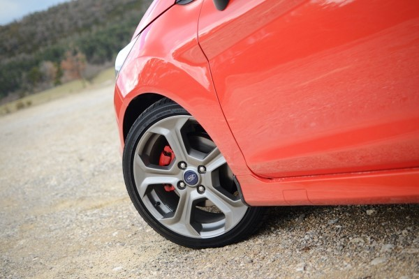 content_ford-fiesta-st-alloy.jpg