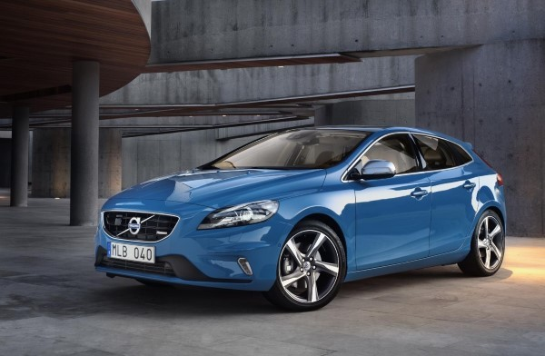 New Volvo V40 T2  D2  First Details  carwow