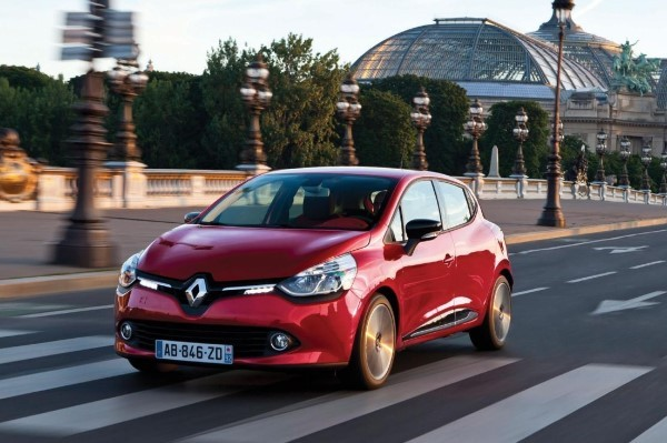 Renault Clio driving