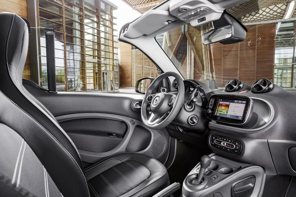 nuova smart cabrio gialla interni
