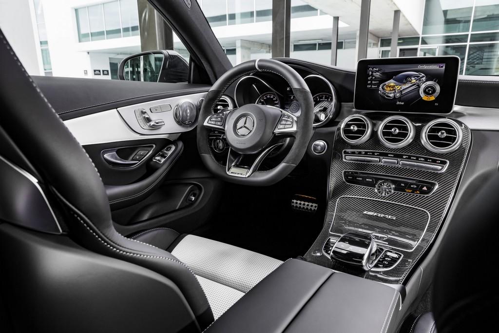 Mercedes-AMG C63 Coupe Plancia