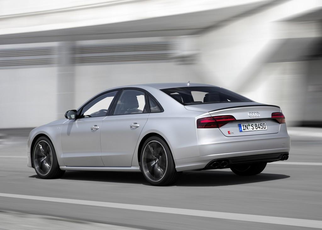 Audi S8 plus-4