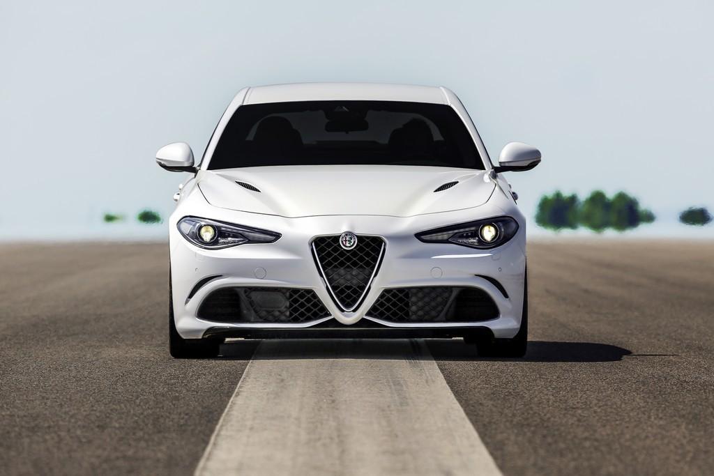 Alfa Romeo Giulia Bianca Fronte