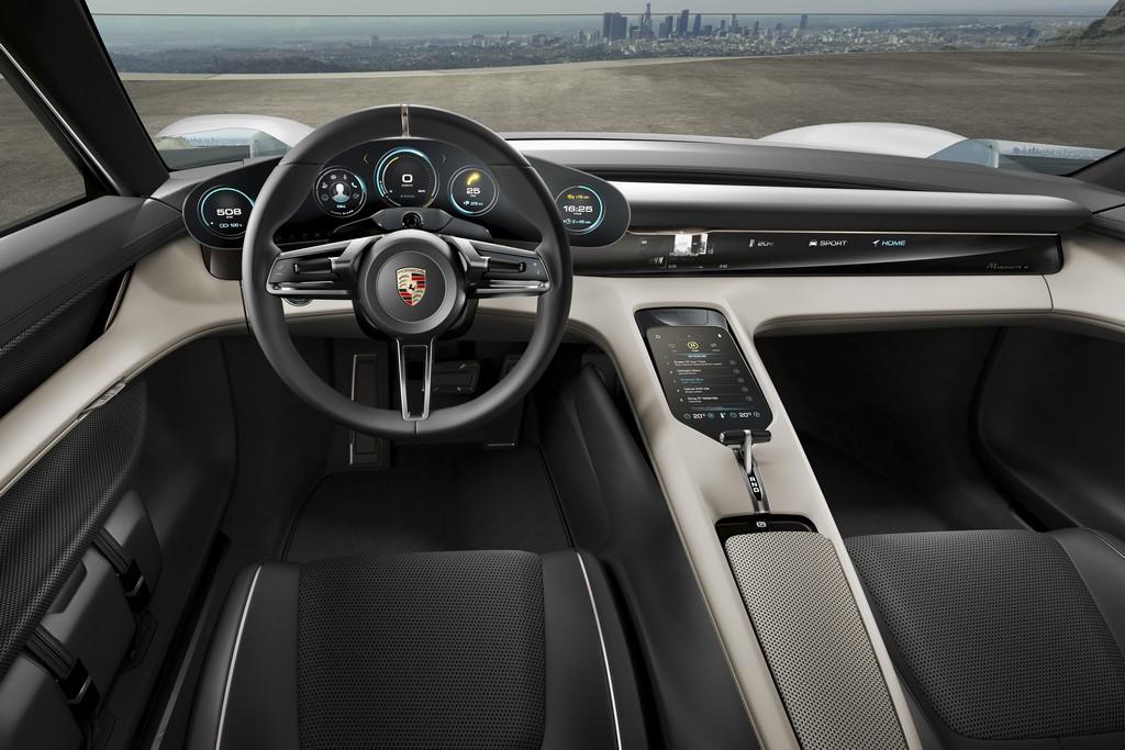 Porsche Mission E Concept Interni