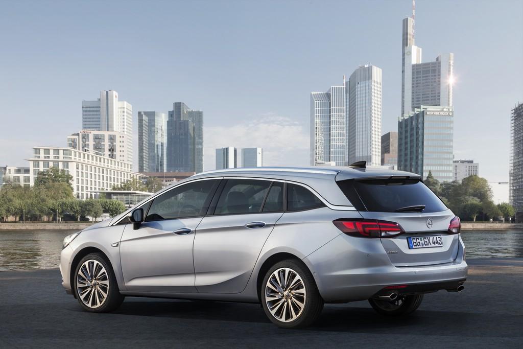 Opel Astra Sports Tourer-2