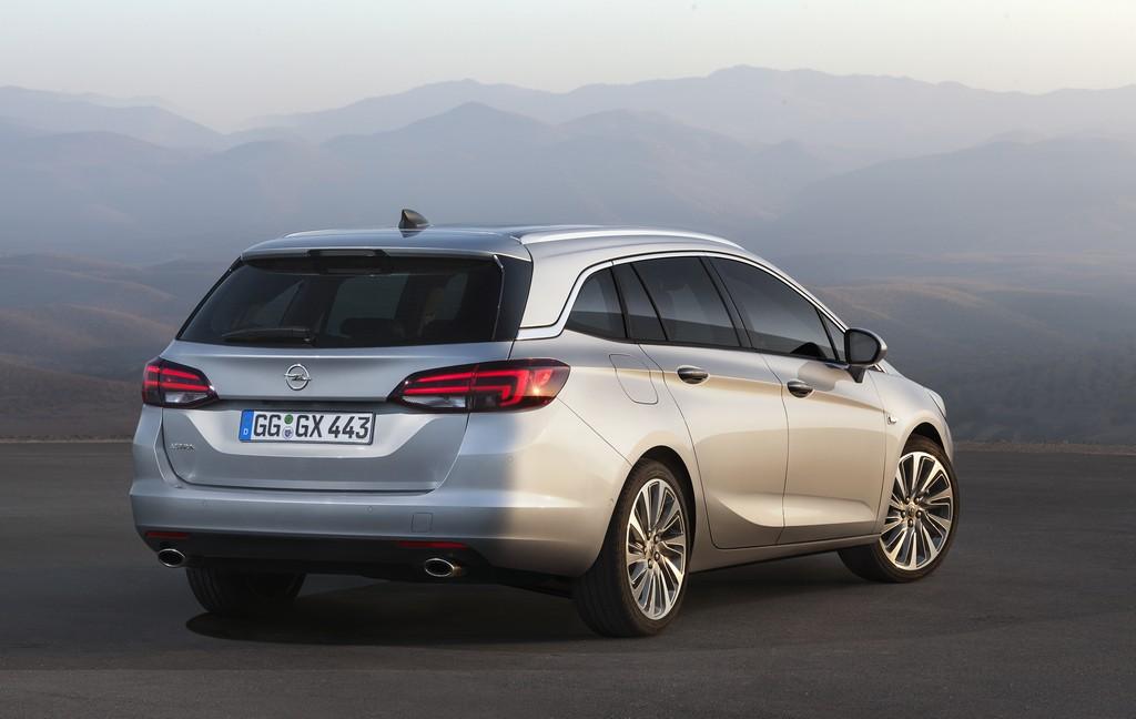 Opel Astra Sports Tourer Tre Quarti Posteriore