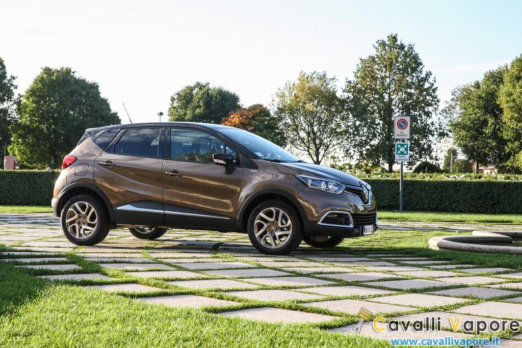 Renault Captur Iconic ed Excite Lato