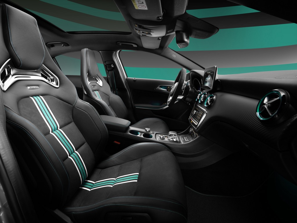 Mercedes Classe A 45 AMG PETRONAS 2015 World Champion Edition Interni