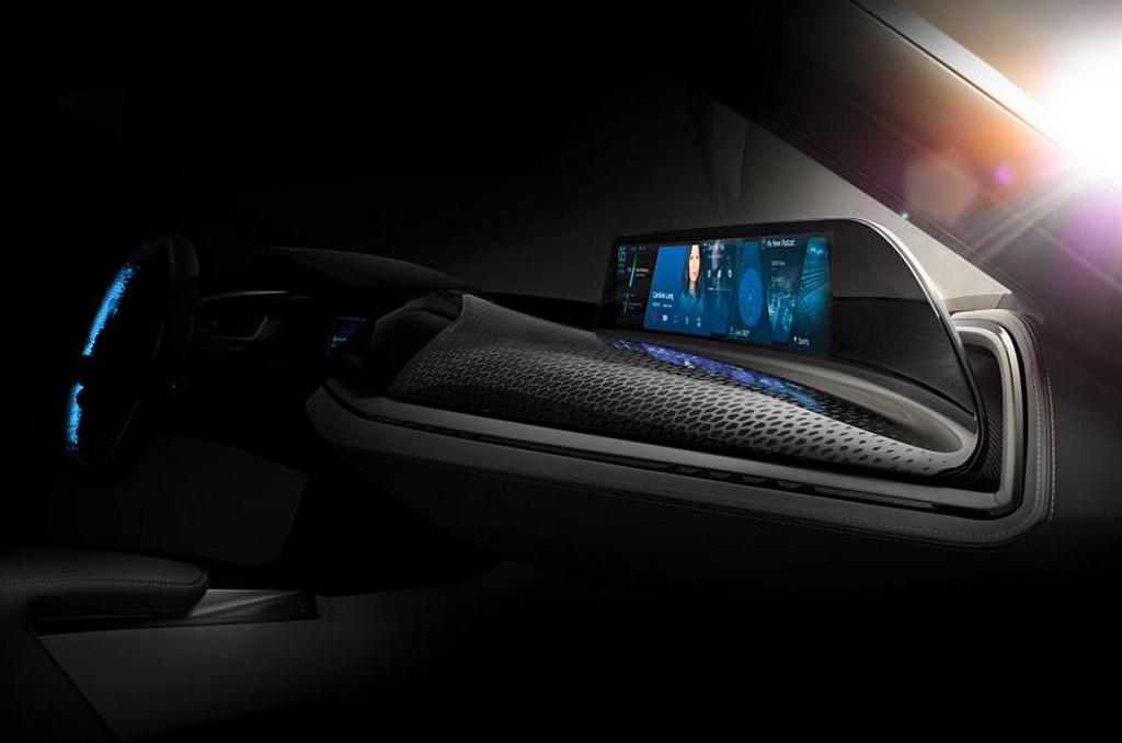 BMW i8 Spyder Interni Teaser