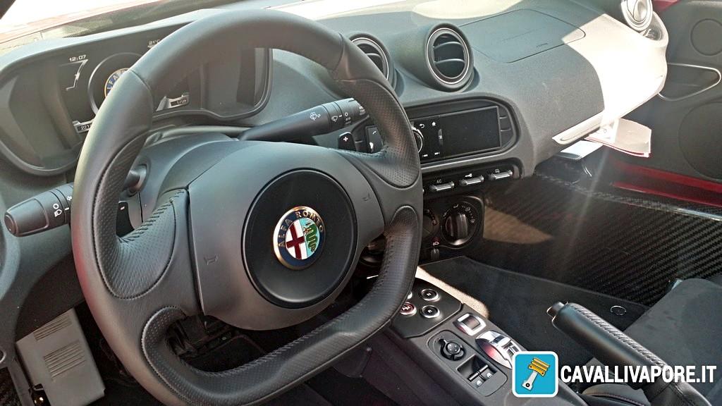 Alfa Romeo 4C Prova su Strada 8