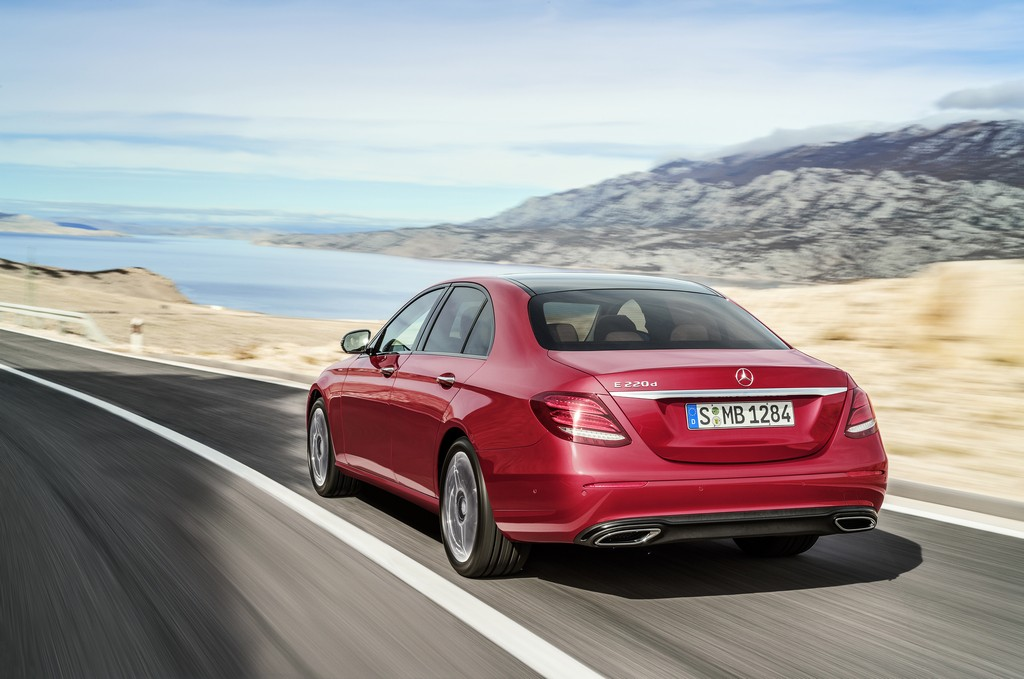 Mercedes Nuova Classe E Tre Quarti Posteriore Rossa