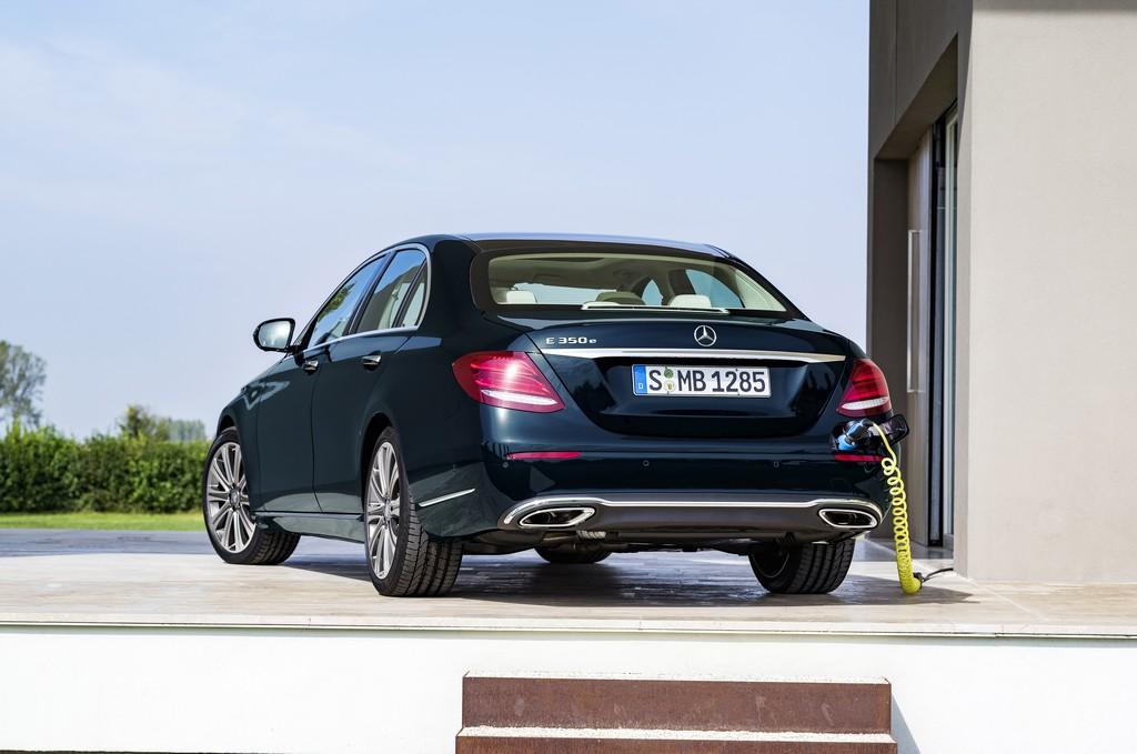Mercedes Nuova Classe E Dietro Plug-In