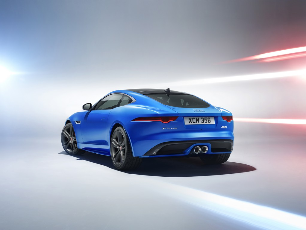 Jaguar F-TYPE British Design Edition Tre Quarti Posteriore