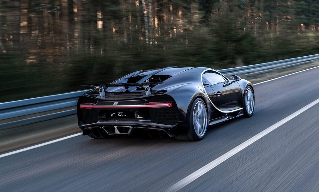 Bugatti Chiron Pista Tre Quarti Posteriore