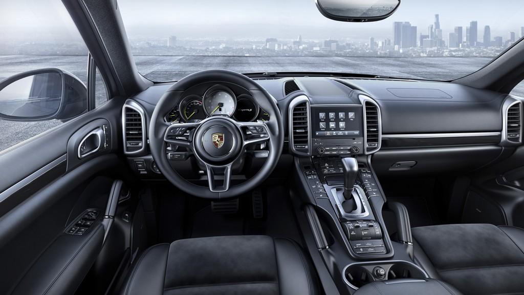 Porsche Cayenne Platinum Edition Interni