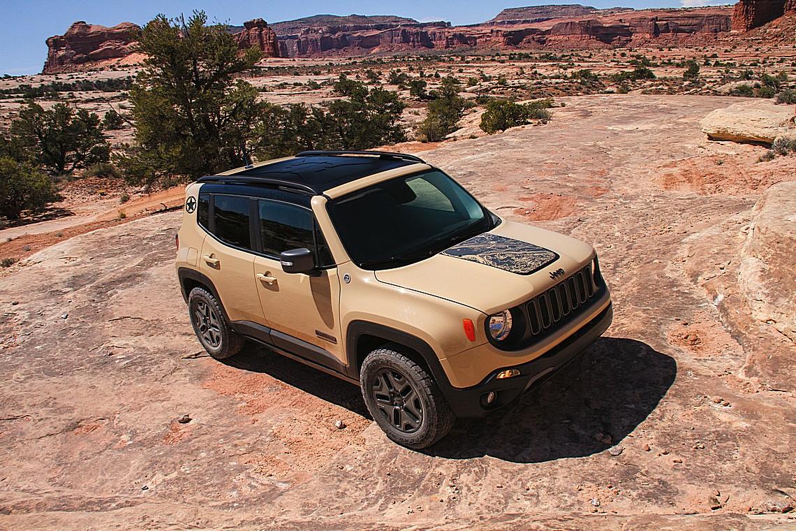 Jeep Renegade Desert Hawk Tre Quarti