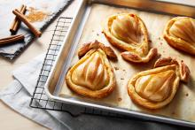 Wewalka - Baked Pears in Puff Pastry