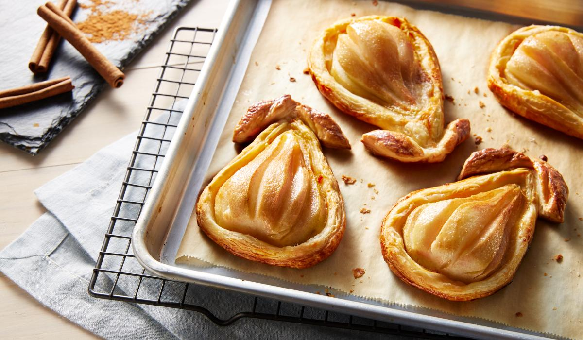 Wewalka Recipe - Baked Pears in Puff Pastry