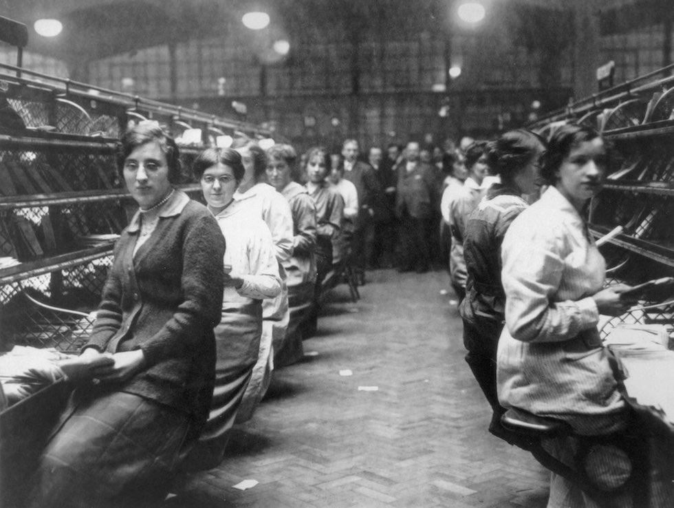 Trabajadora de fabrica - 2 2
