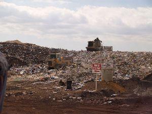 800px-Landfill_face