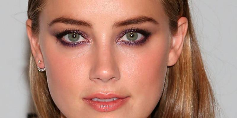 Trucco occhi verdi capelli biondi corti