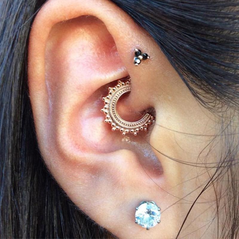 come mettere un orecchino