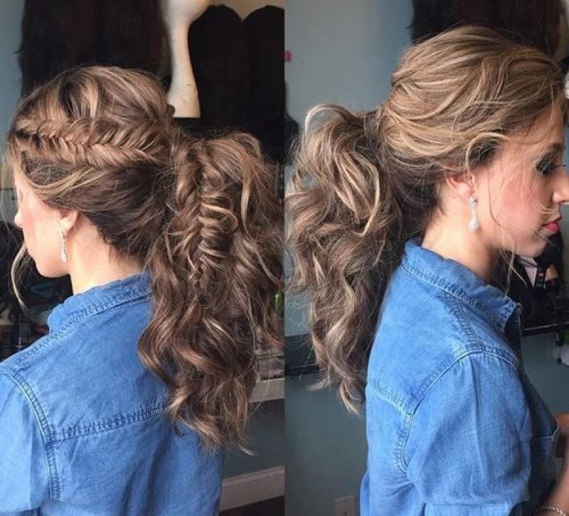Acconciature capelli ricci estive