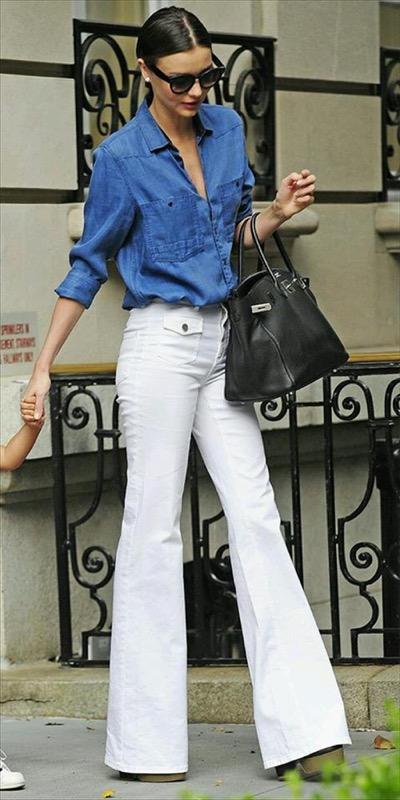pantaloni bianchi a zampa
