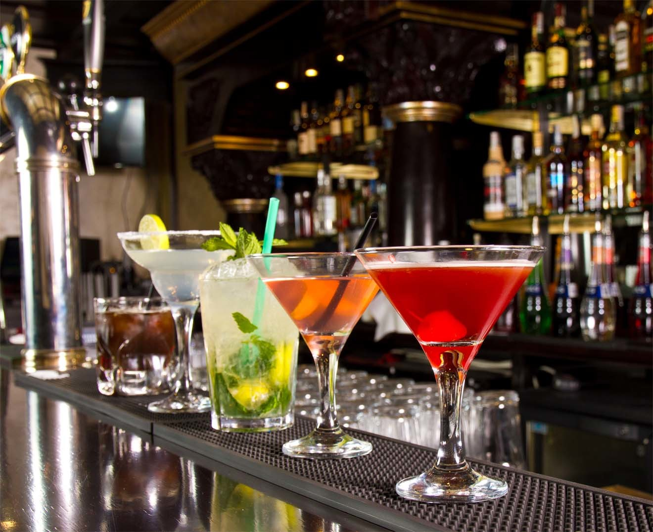 Cocktails-on-a-Bar.jpg?mtime=20190125120932#asset:4260