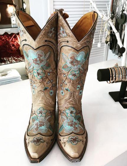 boots.JPG?mtime=20190702150707#asset:4504