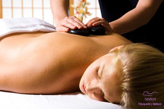 Masaje de 30 o 45 minutos con piedras calientes en el centro Leyton ¡Para un relax total!