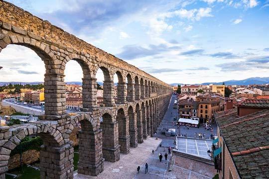 Del 6 al 10 de diciembre descubre Segovia con la estancia de 4 noches con desayunos en el hotel Puerta de Segovia 4*!