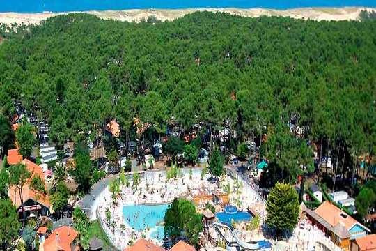 Disfruta en noviembre de 2 noches en el Camping  Village Resort & Spa Le Vieux Port en mobilhome para 4 personas
