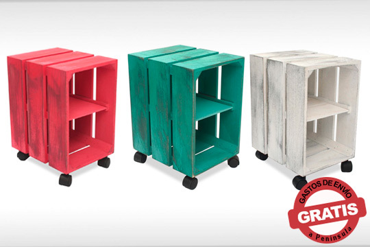 Dale un toque vintage a tu habitación o salón con esta bonita estantería de madera con ruedas ¡Con efecto de pintura desgastada!