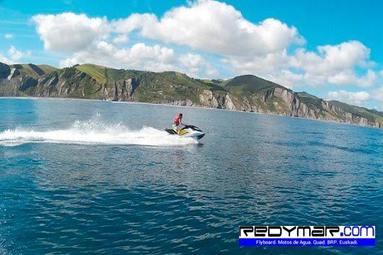 Descubre los increíbles paisajes costeros que han acogido a una de las películas más taquilleras desde el mar ¡Ruta en moto de agua biplaza para 1 o 2 personas!