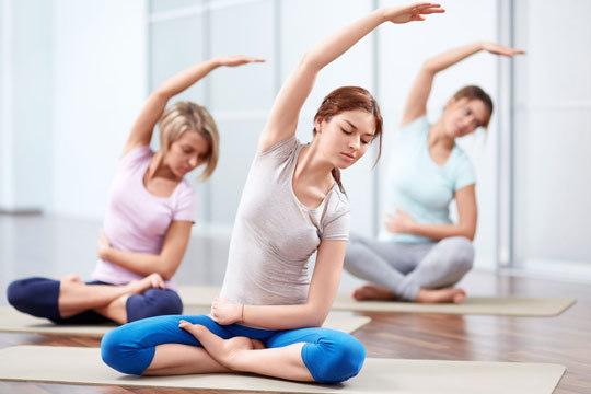 Aprende a relajarte y a canalizar tu energía con las clases de yoga de Confort Cuerpo y Mente ¡Para adultos y niños!