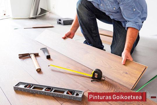 Las tarimas flotantes consiguen un acabado muy similar a las maderas macizas con la gran ventaja de que no requieren ningún tipo de mantenimiento.