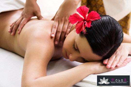 Relájate al máximo con 1, 3 o 5 masajes en el centro Holus ¡Puedes elegir entre hawaiano Lomi-lomi, con cañas de bambú y velas aromáticas