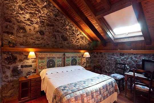 Noche con desayuno y opción a cena en el Hotel Antsotegi ¡Escápate a una antigua ferrería de Bizkaia con mucho encanto!