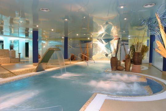 1 o 2 noches con desayuno + circuito antiestrés+ acceso a piscina termal y gimnasio en el hotel Torresport **** de Torrelavega ¡Relax de lujo!
